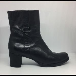 CLARKS Black Leather Ankle Boots Women Sz 6.5